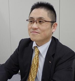 山本 哲史 氏